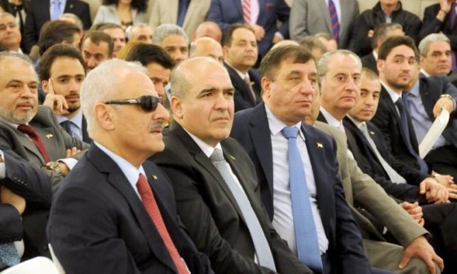 حفل تسليم بطاقات للمصالح في القوات اللبنانية